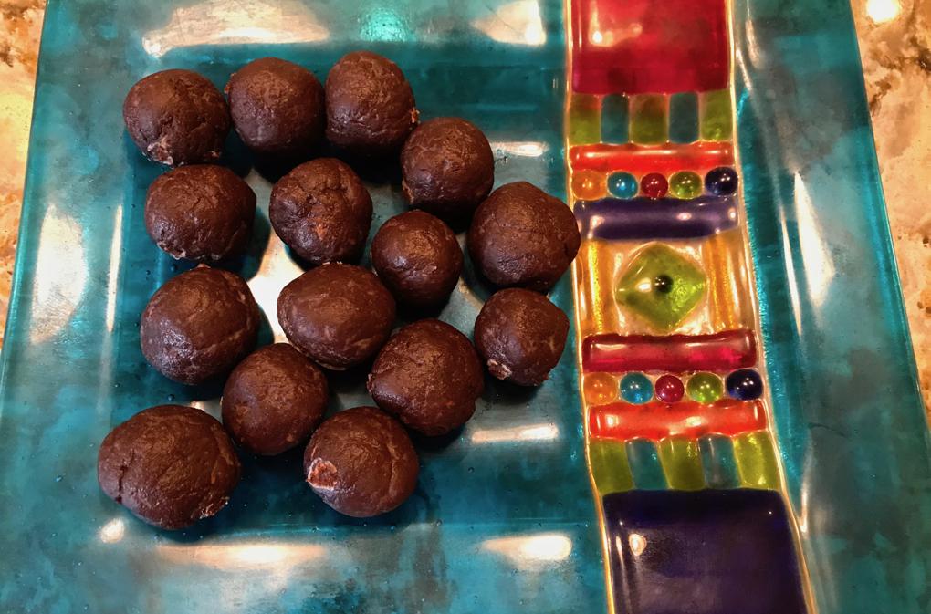 Photo of paleo, gluten-free, vegan Raw Chocolate Balls