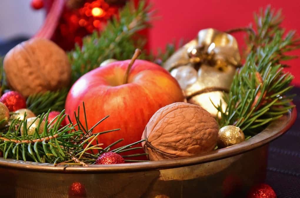 A Realistic Guide to Staying Healthy During the Holidays